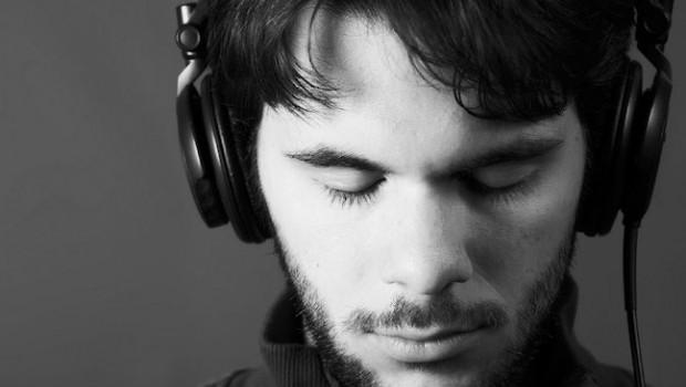 Image result for escucha musica