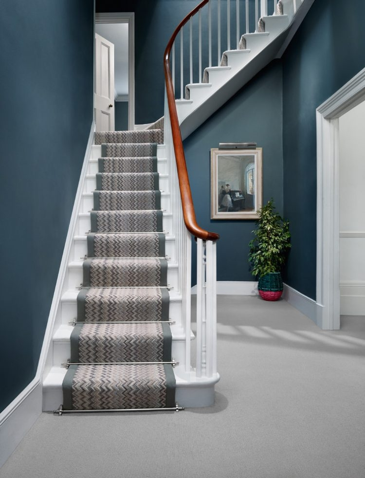 43 Cool Carpet Runners For Stairs To Make Your Life Safer | Running Carpet For Stairs | Carpet Runners | Laminate Flooring | Runner | Hallway | Grey