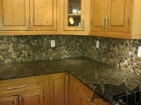 4 DIY Stone And Pebble Kitchen Backsplashes To Make ...