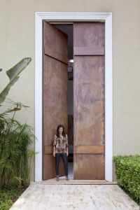 Entry Dcor Trend Alert: 24 Oversized Front Doors ...