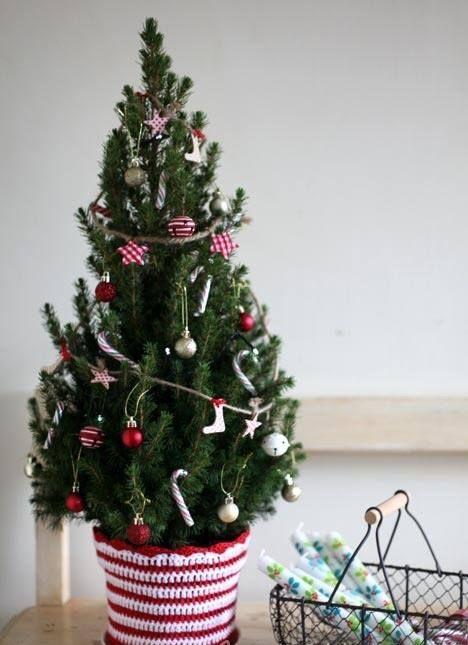 29 Small Christmas Tree Decor Ideas  Shelterness