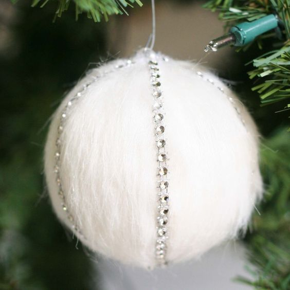 24 Cozy Faux Fur Christmas Dcor Ideas  Shelterness