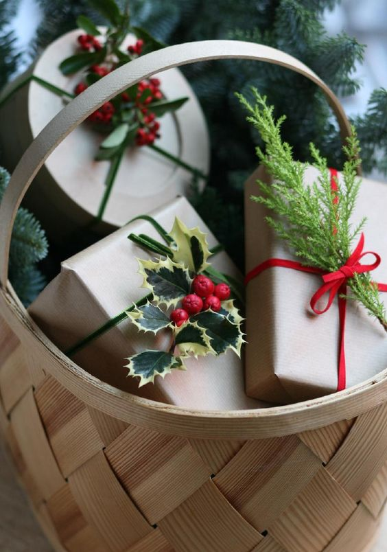 22 Simple Holly Berry Christmas Dcor Ideas  Shelterness