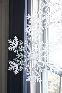 12 Cutest And Easiest DIY Christmas Window Dcorations