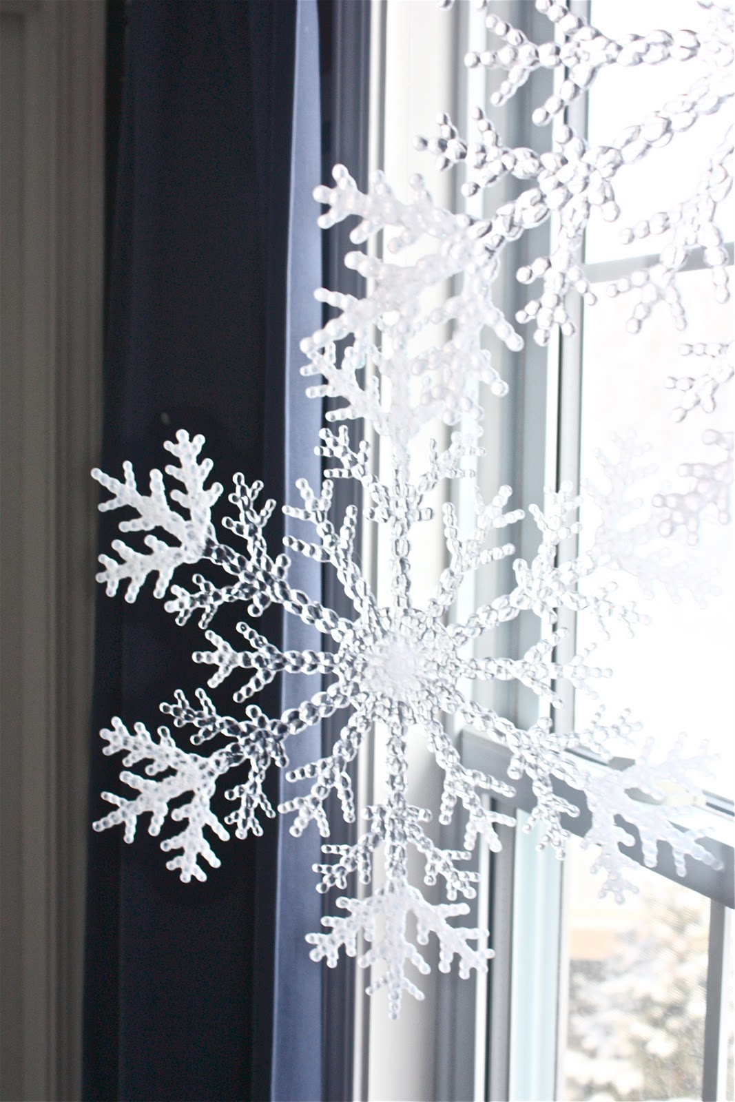 12 Cutest And Easiest Diy Christmas Window Decorations Shelterness