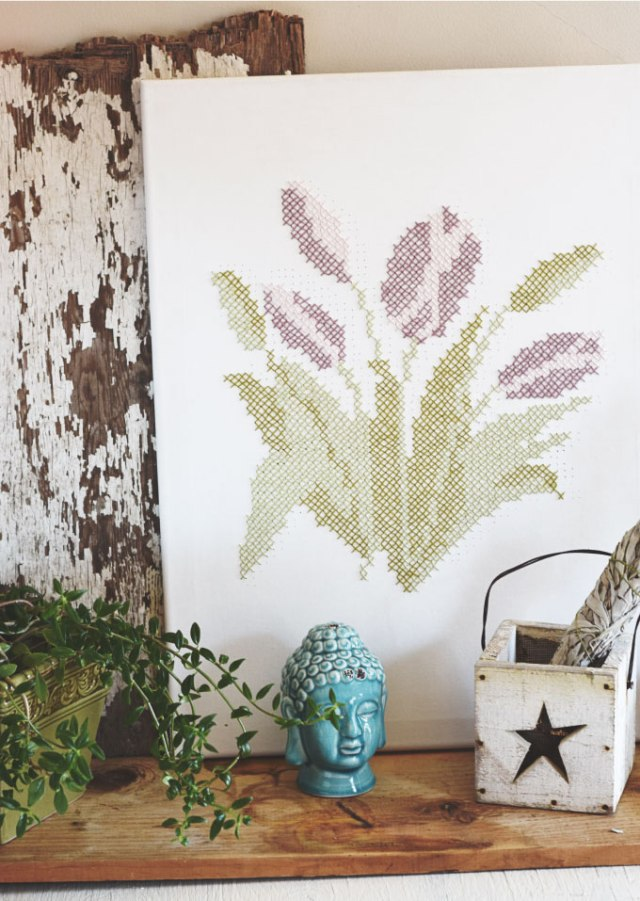 DIY cross stitch tulip canvas to try (via www.adventuresofacreativegirl.com)