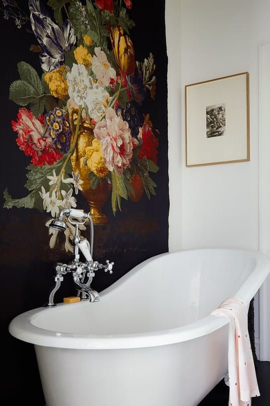 dark vintage-inspired floral wallpaper to accentuate the white bathtub