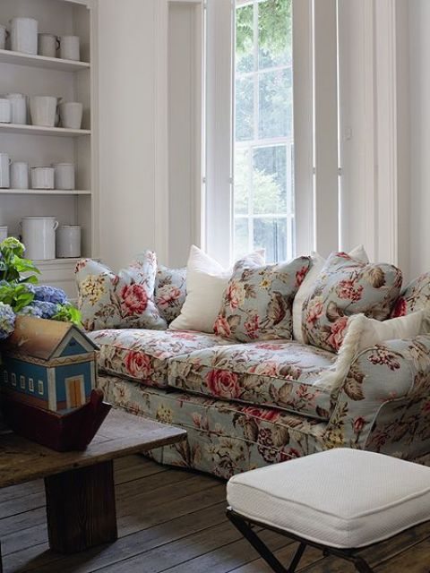 navy blue velvet sofa mart great falls mt 20 timeless and chic floral print upholstery ideas ...