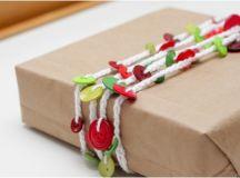 DIY button garland for Christmas (via greeneyed.com)