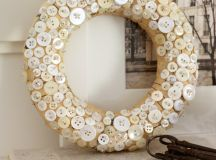 DIY button wreath (via aspoonfulofsugardesigns.com)