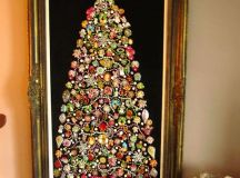 a large Christmas tree sign of jewelry and ornaments can be an alternative to a usual one