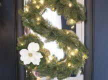 DIY monogram wreath with lights (via www.earnesthomeco.com)