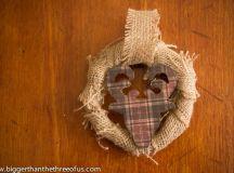 DIY burlap wreath and deer head ornament (via biggerthanthethreeofus.com)
