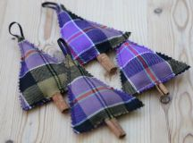 DIY purple tartan Christmas tree ornaments (via www.blush-crafts.com)