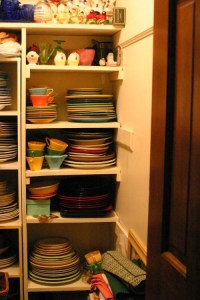 15 Creative Ideas To Organize Dish And Plate Storage On ...