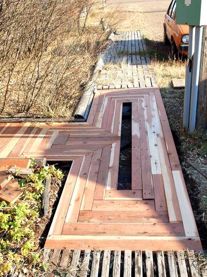 DIY Reclaimed Wood Walkway  Shelterness