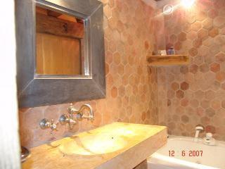 un petit coin de sa salle de bain de claude francois pris
