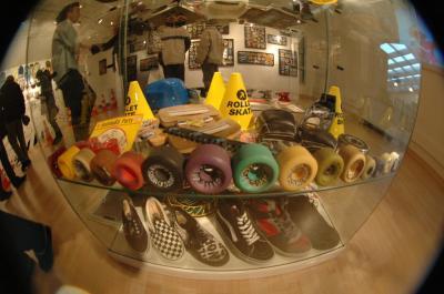 Vitrine Accessoires  Salaise Sur Sanne Skateboard