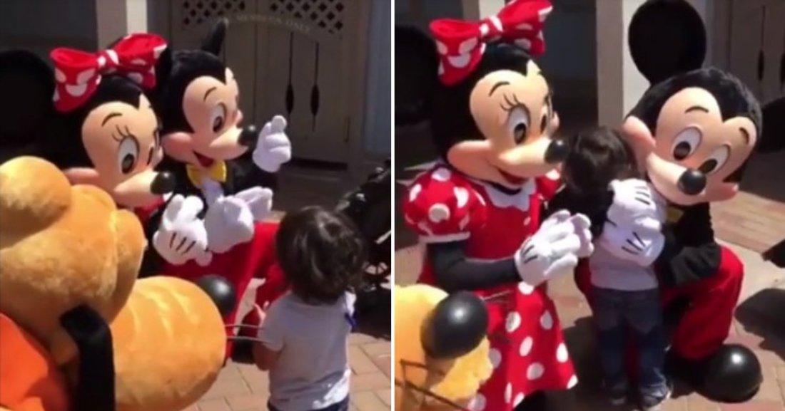 untitled design 15.png?resize=1200,630 - Mickey et Minnie surprennent un jeune garçon sourd en parlant le langage des signes