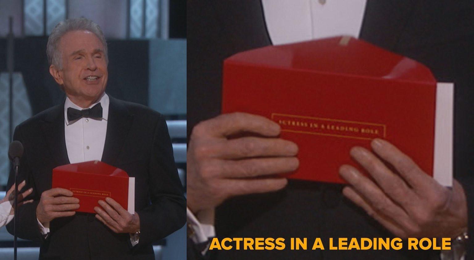 Ödülün yanlış açıklanmasına neden olan zarfın üstünde