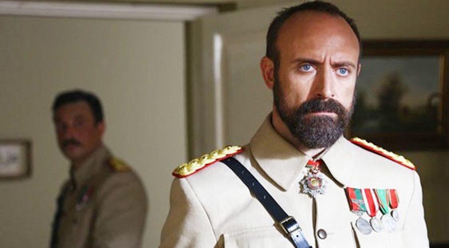 Vatanım Sensin dizisinde 'Gavur Mümin'den esinlenilen Binbaşı Cevdet karakterini Halit Ergenç oynuyor.