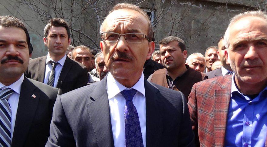 FOTO:İHA - Muş Valisi, tüfekli fotoğraf için 'hayırcıları' suçladı.