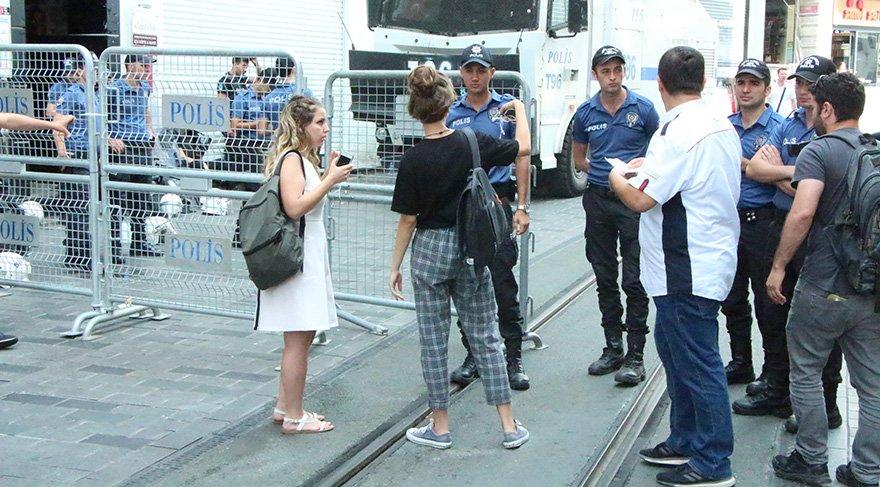 Polis, Galatasaray meydanına çıkan yolları kapattı. Foto DHA