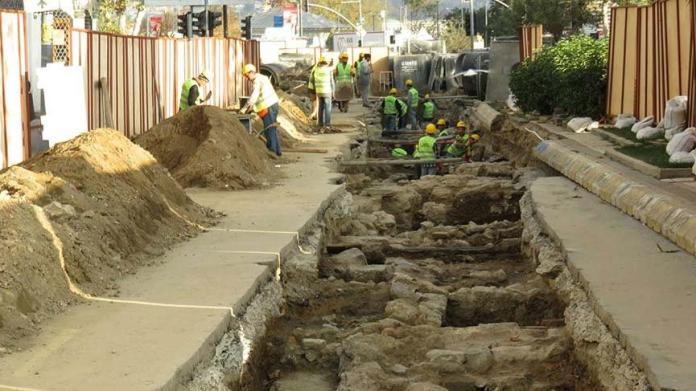 Üsküdar'da İSKİ kazısı sırasında tarihi kalıntılara rastlandı