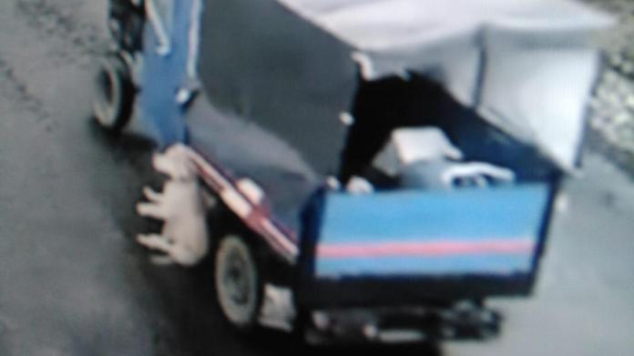 Tarım aracına bağlanarak sürüklenen köpek öldü