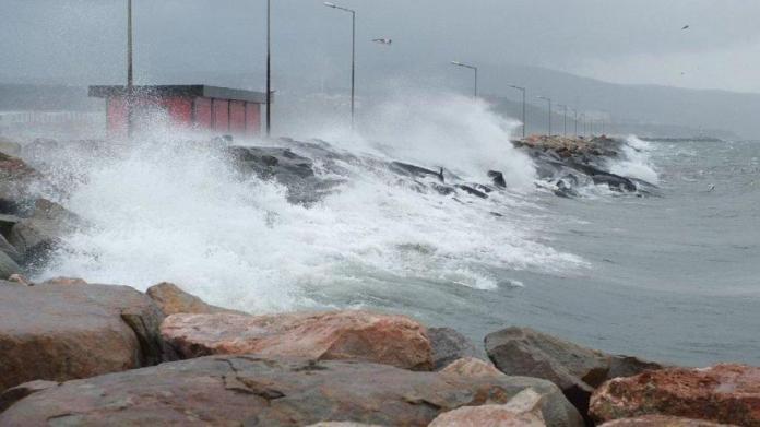 Marmara, Ege ve Karadeniz'de kuvvetli rüzgara dikkat!