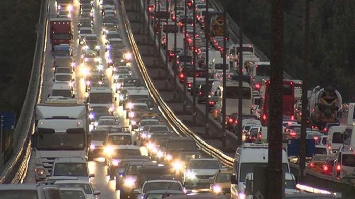 İstanbul'da trafik kilit! Yoğunluk yüzde 80!..