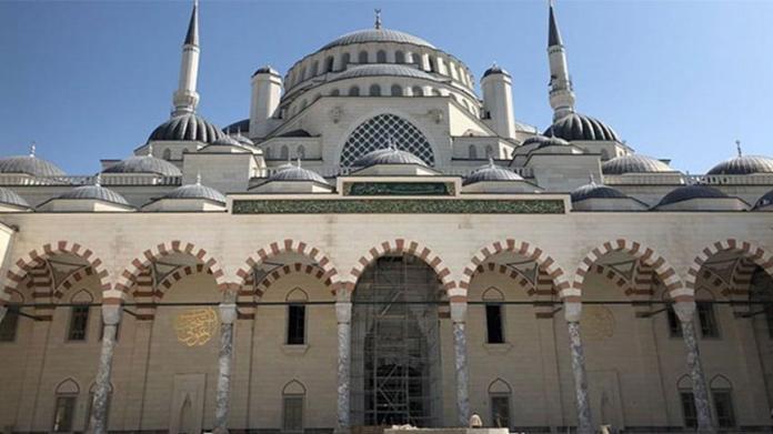 İBB Meclisi'nin AKP Grup Başkanvekili Tevfik Göksu... Belediye borcunu camiyle ödeyecek
