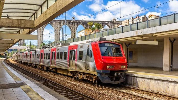 Portekiz'de hızlı tren kaza yaptı! Çok sayıda yaralı ve bir ölü var