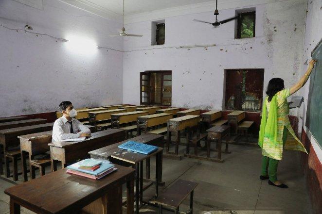 Delta varyantı gölgesinde eğitim… Dünyada okullar nasıl açılıyor: Sınıfta konuşmak yasak, yemekler evden 16