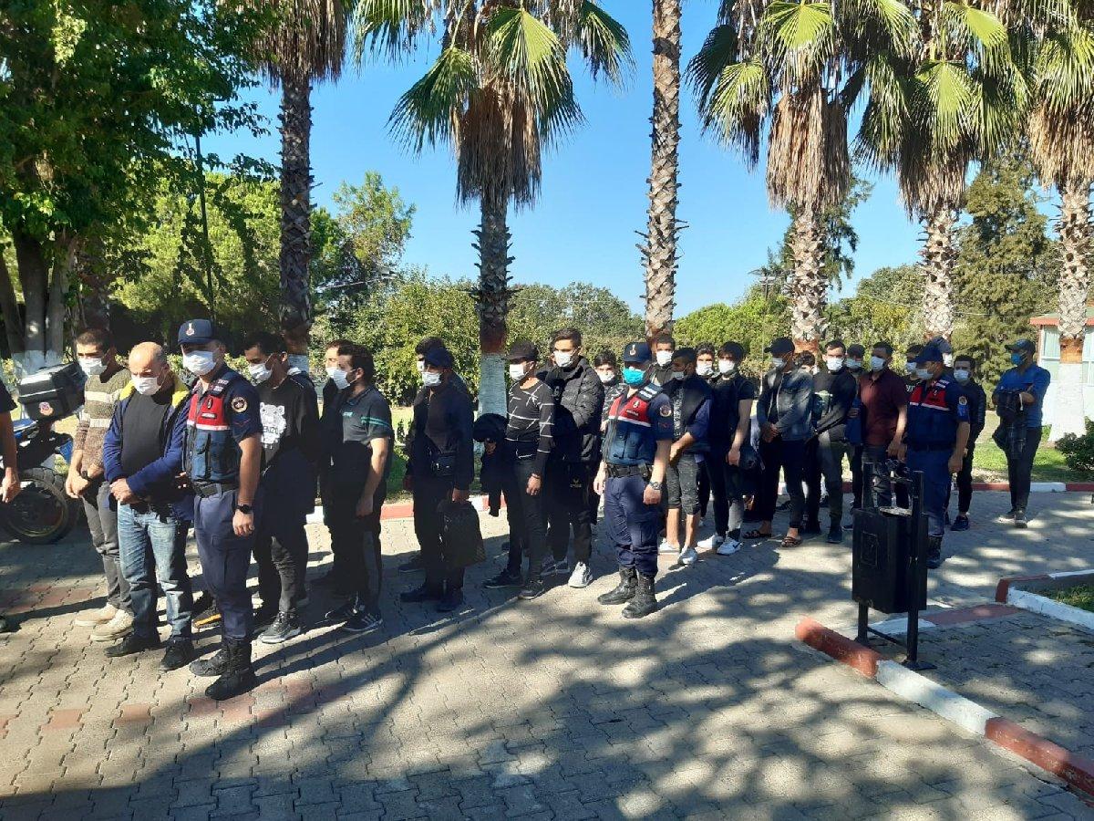 Antalya'da deniz kıyısındaki sazlıkta 28 göçmen yakalandı