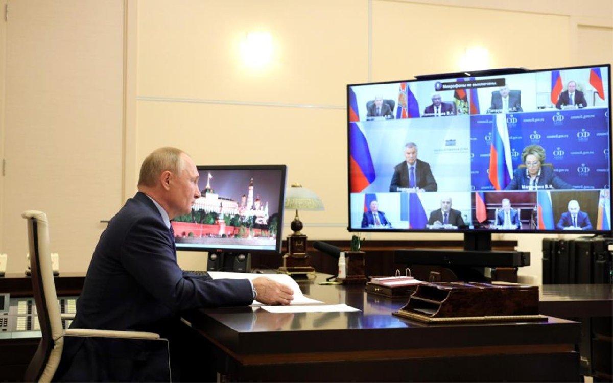 Putin öksürdü, heyet tedirgin oldu