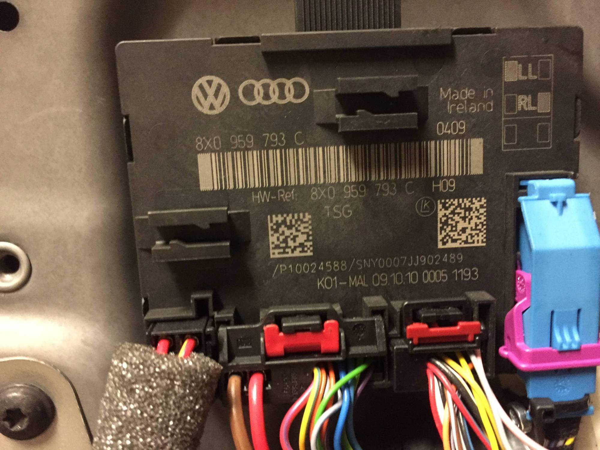 hight resolution of the door contoller the broken wiring