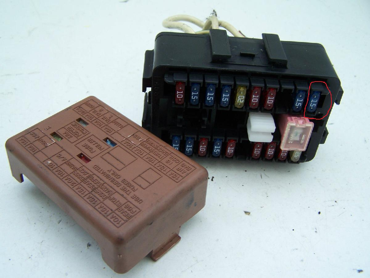 hight resolution of a fuse slot has disappeared motor vehicle maintenance repair fuse box connection missing