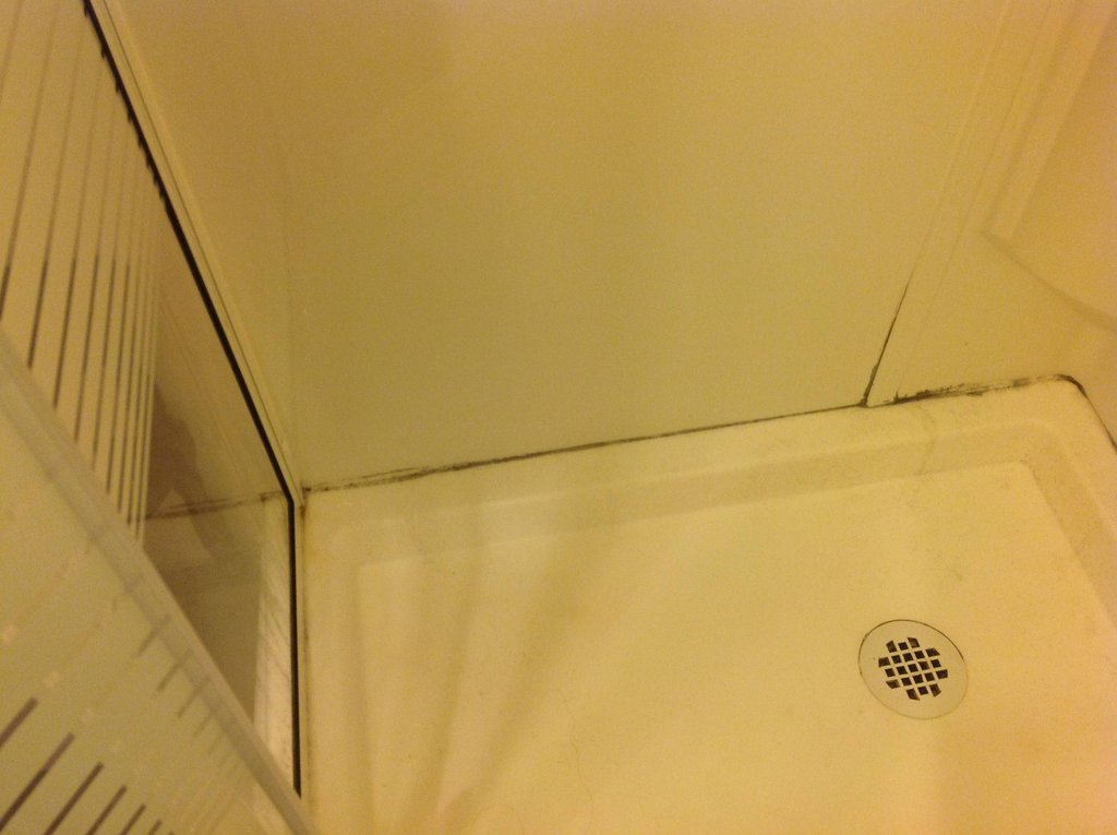 Leak Should The Plastic Walls Of A Shower Kit Have Air