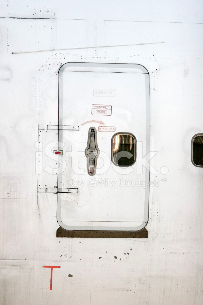 aircraft design  What is this metal plate below the door  Aviation Stack Exchange