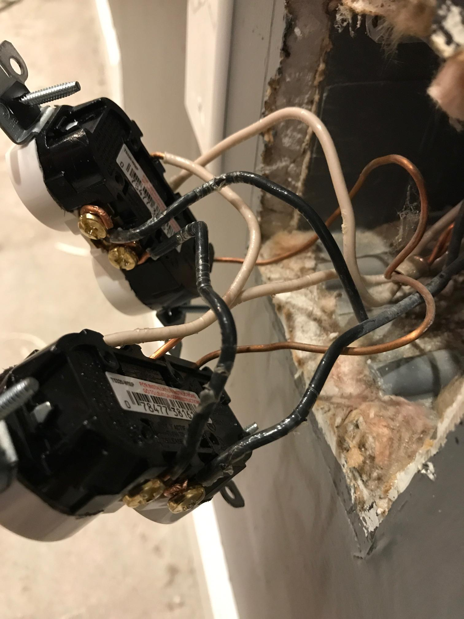 How To Wire A Double Outlet : double, outlet, Replacing, Outlet, Inside, 2-gang, Improvement, Stack, Exchange