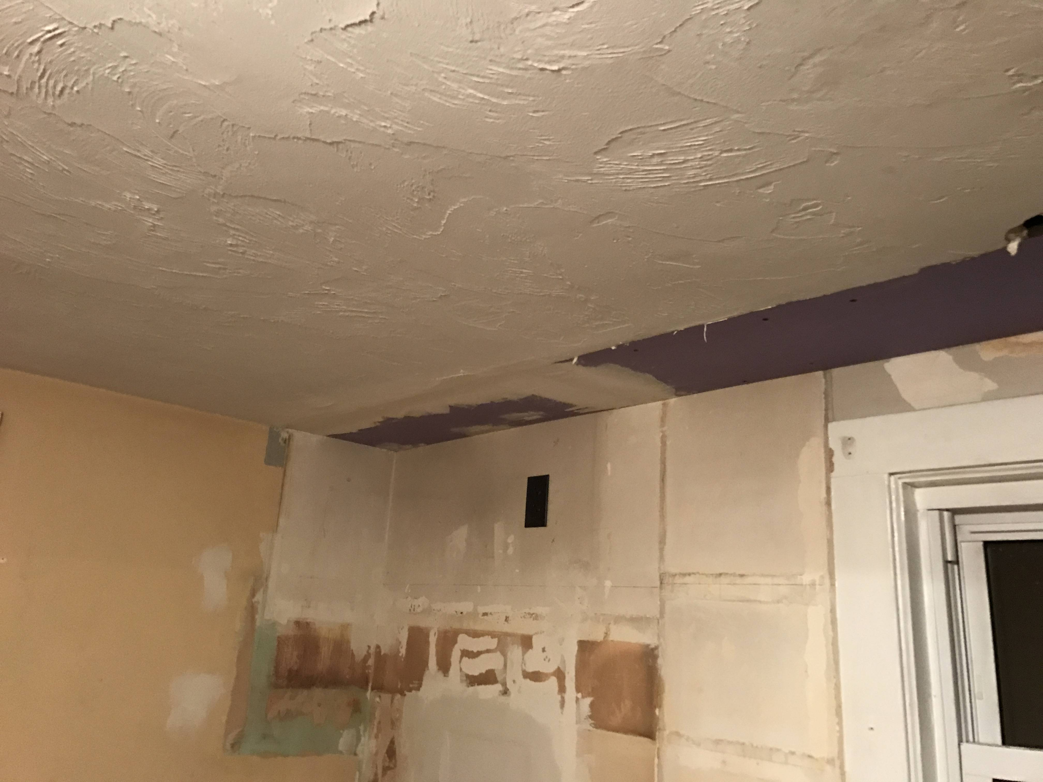 How to handle joint between uneven ceiling drywall?