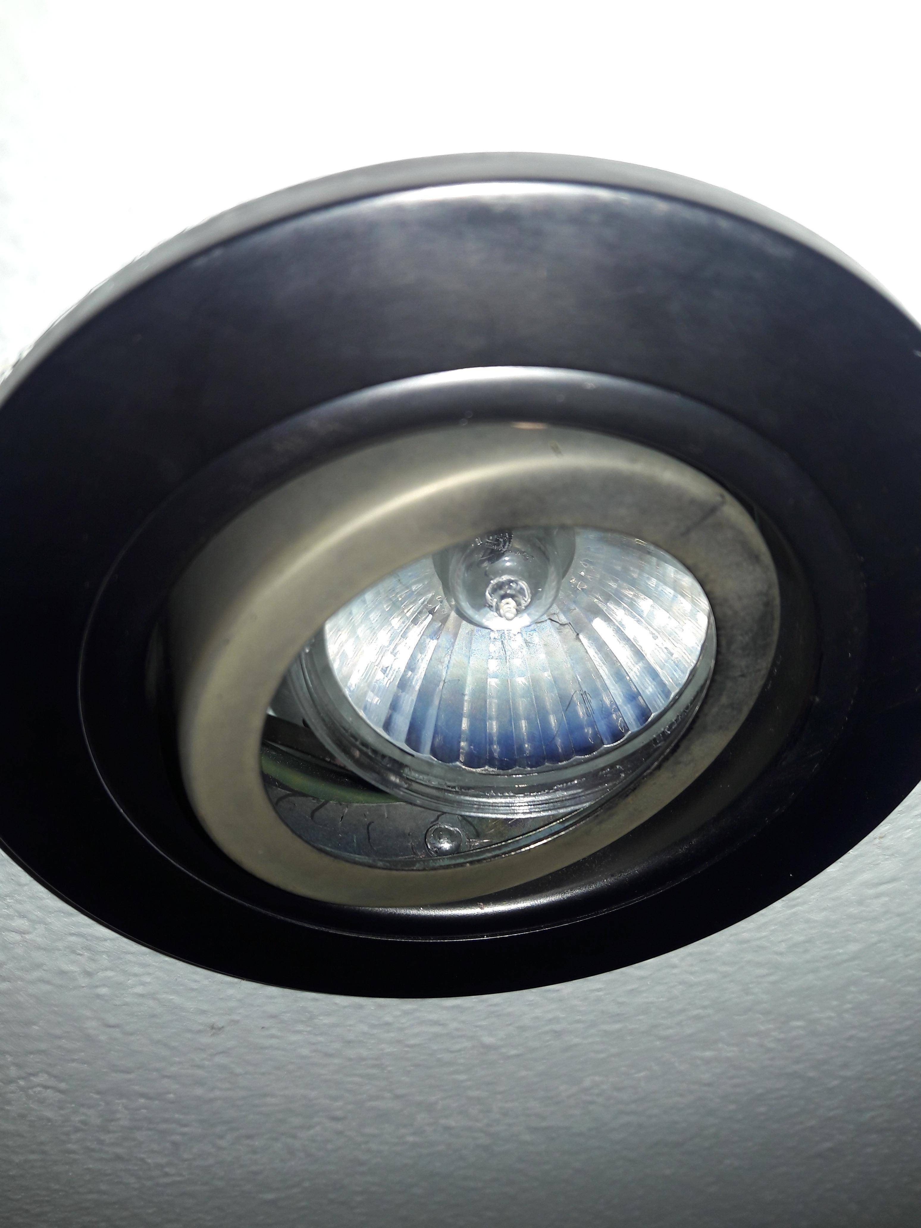 How to change recessed lighting with GU10 light bulb