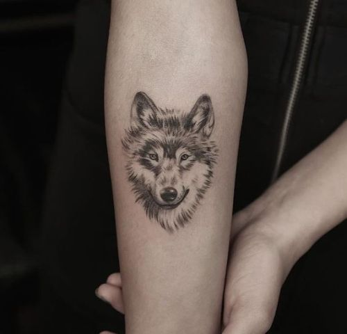20 Simple Wolf Tattoos For Girls Ideas And Designs