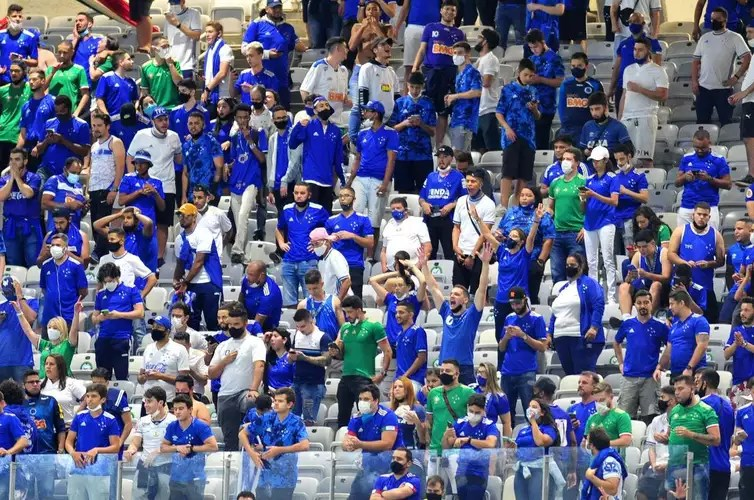 Pictures of the game between Cruzeiro and Confian