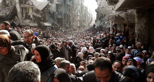 Thousands seek meager aid among Yarmouk camp rubble