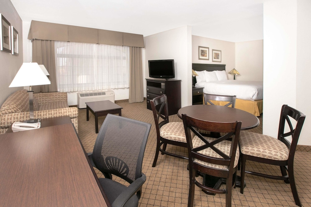 Baymont By Wyndham Roswell Roswell New Mexico Us