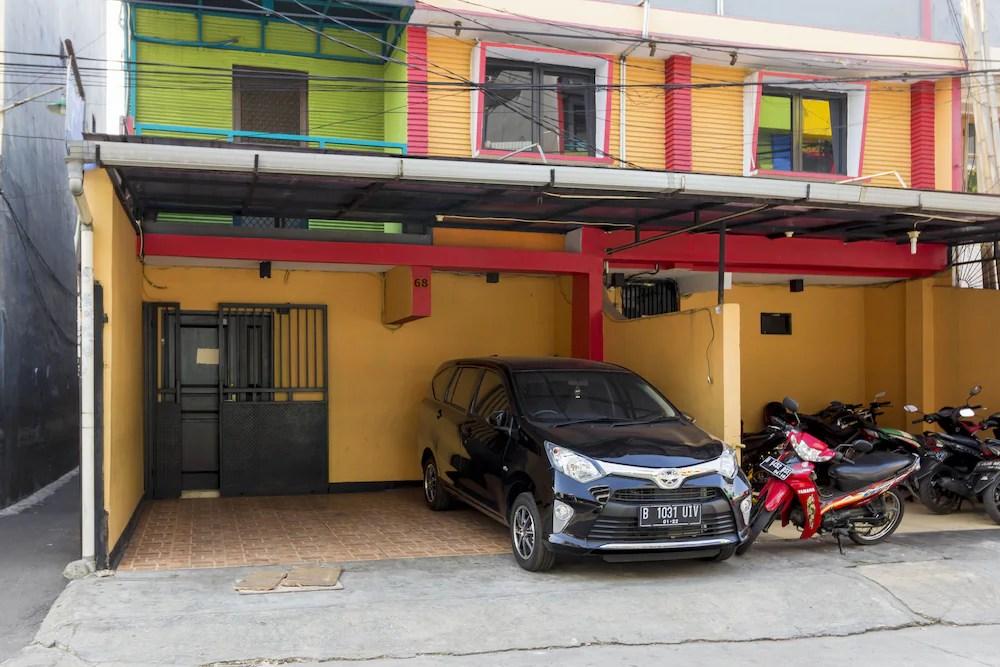 Reddoorz Near Gajah Mada Plaza 2 Qantas Hotels
