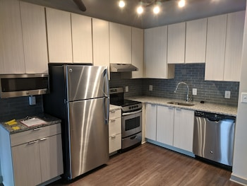 hotels with kitchens in atlanta ga kitchen recycling bins airport near morehouse college from 101 night homecomfortstay com