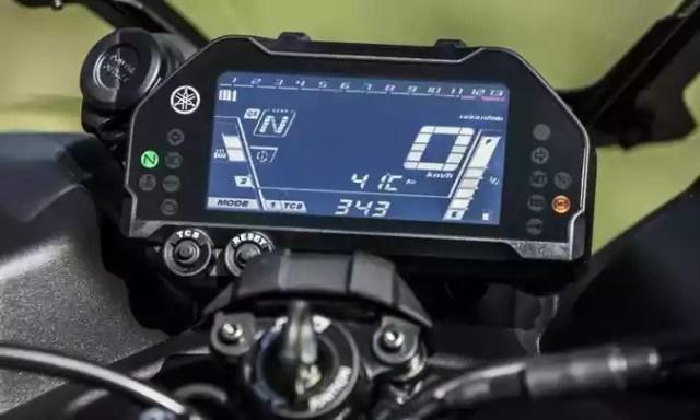 O painel é inteiramente digital e tem computador de bordo(foto: Yamaha/Divulgação)